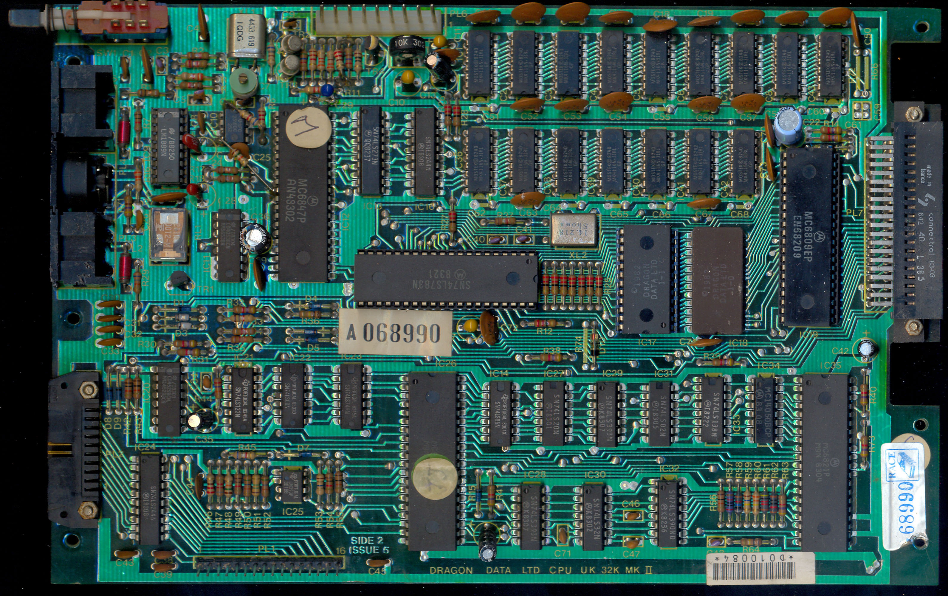 File:Dragon32 PCB Top (PC10087 Issue5) jpg - The Dragon Archive